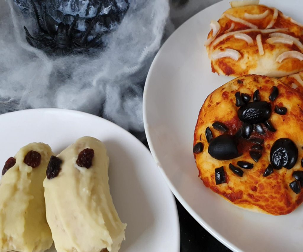 Banana Ghosts and spooky pizza bites