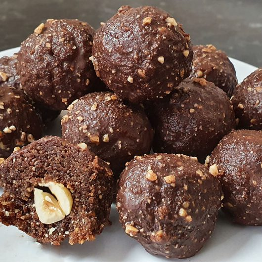 How to make These Ferrero Rocher balls on deliciously healthy. Perfect if you have that sweet craving. I have added a little something extra to give them a lovely crunchy texture.