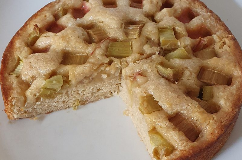Vegan Rhubarb & Custard Cake